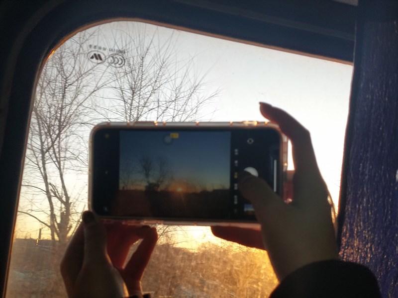 """辅导员组织开展""""最美回家路""""摄影大赛 为学生开启多彩假期生活"""